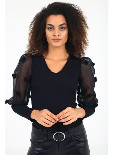 Emjey Çiçek Aksesuarlı Organze Kol V Yaka Bluz Siyah